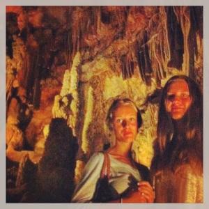 Snygga brudar i grottan